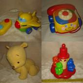 Любая из четырёх фирменных игрушек на выбор