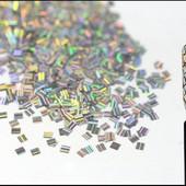 Голографический декор - кружочки и квадратики на выбор.