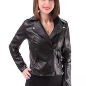 Женская весенняя куртка-косуха из эко-кожи черного цвета