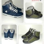 Подростковые ботинки, удобные,практичные,на ноге смотрятся супер, размер 36,,38,39,40,