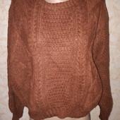Стильный шерстяной свитер оверсайз в новом состоянии