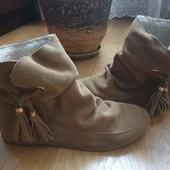 Ботинки із натуральної замші 39 рр і устілка 25 см. Підошва-поліуритан