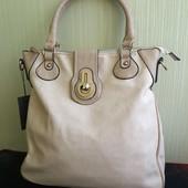 Повседневная, вместительная женская сумка!