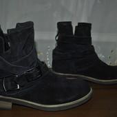 Добротные кожа замш ботиночки бренда Tamaris р 40 ст 26 см,отл.состояние,темный фиолет