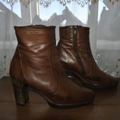 Кожанные ботиночки бренда Paul Green р 38.5 ст 24.5 см изнутри