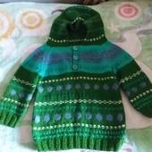 Детский свитер с капишоном.