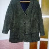 Стильный пиджак из буклированной шерсти.   Состояние отличное. На подкладке. Белоруссия.