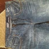 Новые джинсы на очень высокого мужчину.
