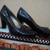 Новые лаковые туфли р-р 37-38