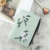 Женский привлекательный кожаный кошелек (бумажник)