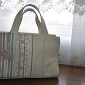 Кожанная сумочка бренда Radley,молочного цвета,оригинал,отличное состояние