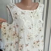 Гарна літня блуза з мереживною вставкою і відкритими плечами F&F,розмір 22(пог59)