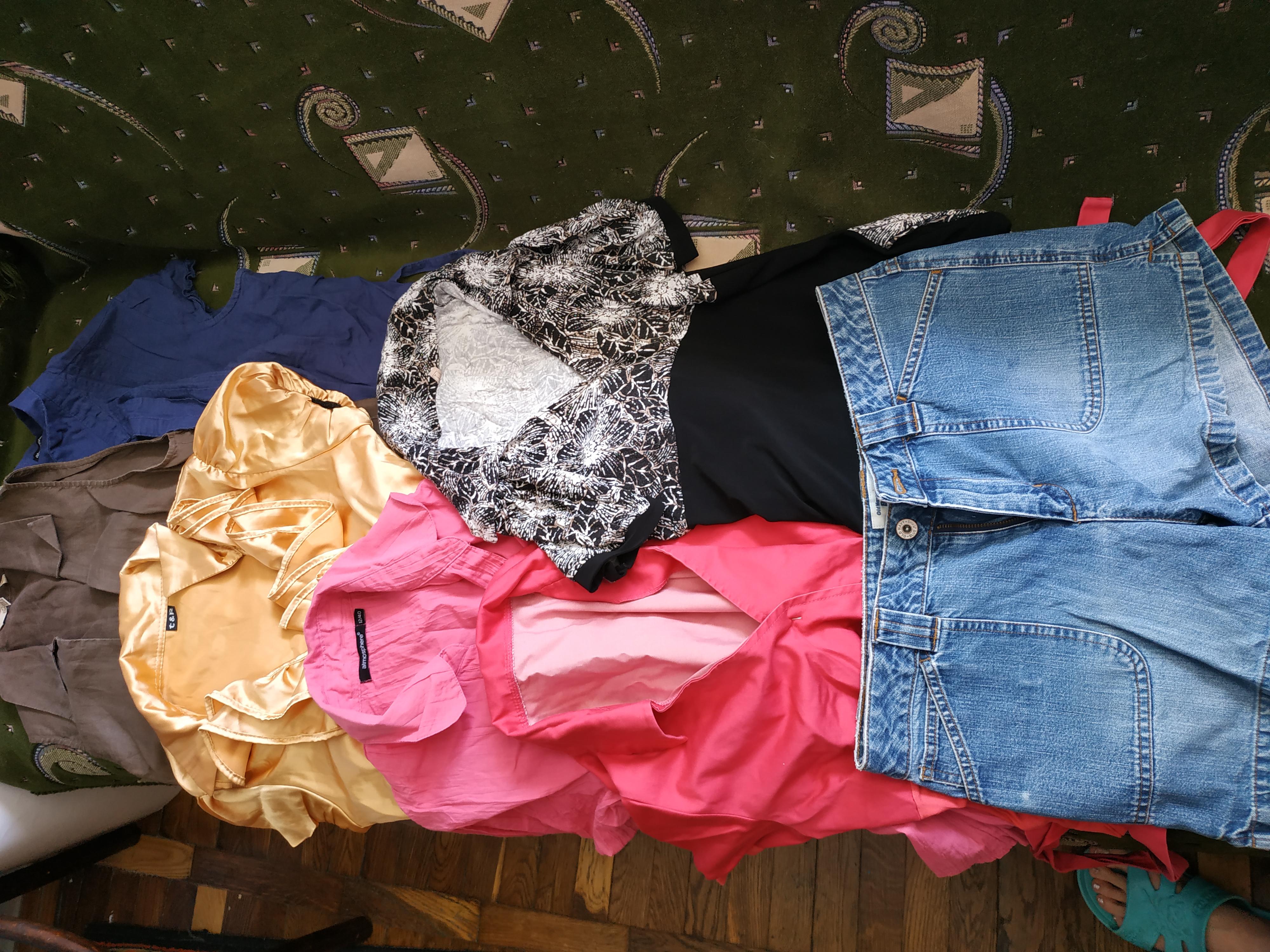 Одним лотом пакет женских вещей на лето 6 блузок и шорты, размер м-л