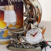 Очень красивый светильник  с  часами и будильником