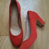 Туфлі із натуральної замші зовні і нат.шкіри всередині 37 рр і устілка 23,5 см. Новинка.