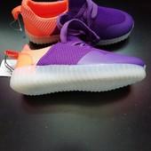 Яркие, качественные  кроссовки 38 размера