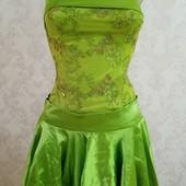 Нарядное платье 42-44р