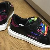 2 модели! Спешите, пока есть выбор  Модные кроссовки белые/черные 31,32,33,35 р одни на выбор