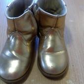Золотые крутые ботинки