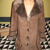 Пальто из натур.замши на синтепоне, с искусственным мехом, р.48-50.