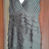 Фирменное красивое платье р. 14-16 в отличном состоянии.