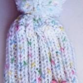 Демисезонная шапочка для девочки на 1-3 года