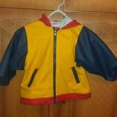 Легка курточка - непромокайка на 3-4 роки.