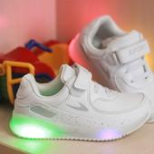 Супер крутые кроссы, белые со светящиеся подошвой!! .26.29!!))