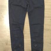 Стильные джинсы со стразами. Размер М/L