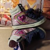 Ботиночки яркие и стильные р 24 стелька 14.5см