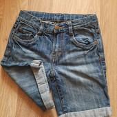 Моднейшие шорты, джинсовые, на подростка, на рост 122-128, в идеале.