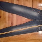 Классные стрейчевые джинсы р.27