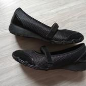 Фирменные спортивные туфли с ортопедической стелькой в отличном состоянии р.38 на стопу 24,5