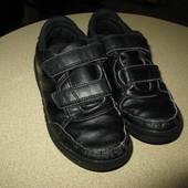 Фирменные лёгенькие кроссовки на каждый день! стелька 18,5 см!