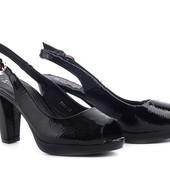 Богатые лаковые туфли/босоножки на устойчивом каблучке - два в одном. 38-24.5см