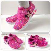 Кроссовки для девочки Disney с Led подсветкой при ходьбе.Размер 30-35