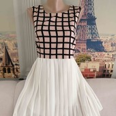 Платье с шифоновым низом плиссе, размер S - M.