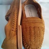 Бренд. Office London ( елітний сток ) повністю шкір. літні туфлі роз.41 ідеал. стан