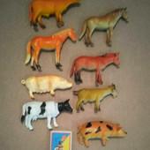 Восемь фигурок домашних животных