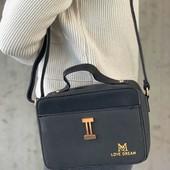 Небольшая вместительная сумочка-клатч. Отличное качество. Черный цвет.