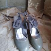 Лот 2 пары -серые и черные. Женские туфли Chanel, производитель Франция. р.40-25 см.
