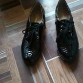 Туфли женские  лаковые р--39 б/у