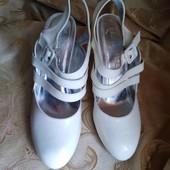 Лот 2 пары. Женские туфли Chanel, производитель Франция. р. 37-23,2 см.