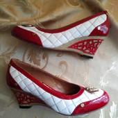 Женские красивые туфли Gucci. Размер 38 - 24,2 см.