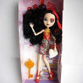 Шарнирная кукла Лиззи Хартс Lizzie Hearts - дочь Червонной королевы eah ever after high