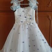Шикарное платье на 3-4 года