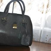 Кожаая сумочка-саквояж,закрывается на замок с ключиком бренда Tom Joule