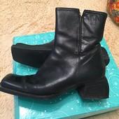 Продам кожаные ботинки Angela Falconi