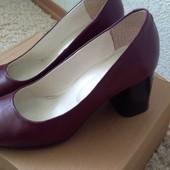 Продам кожаные туфли на каблуке 37 размер 24 см полномеры