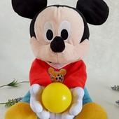 Мики Маус играющий с Ребенком в мяч музыкальный Disney
